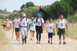 Los peregrinos recorren el Camino de Santiago por la provincia de Valladolid. / FRAN JIMÉNEZ
