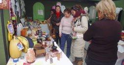 Rastrillo benéfico de la asociación de mujeres en Medina del Campo. / FRAN JIMÉNEZ